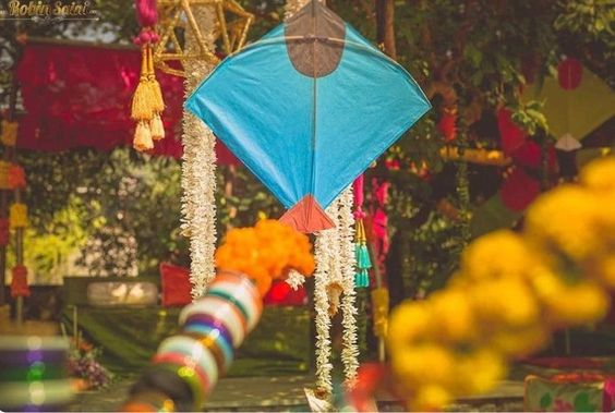 Where and how much to spend on mehendi decor props for Decoration kite