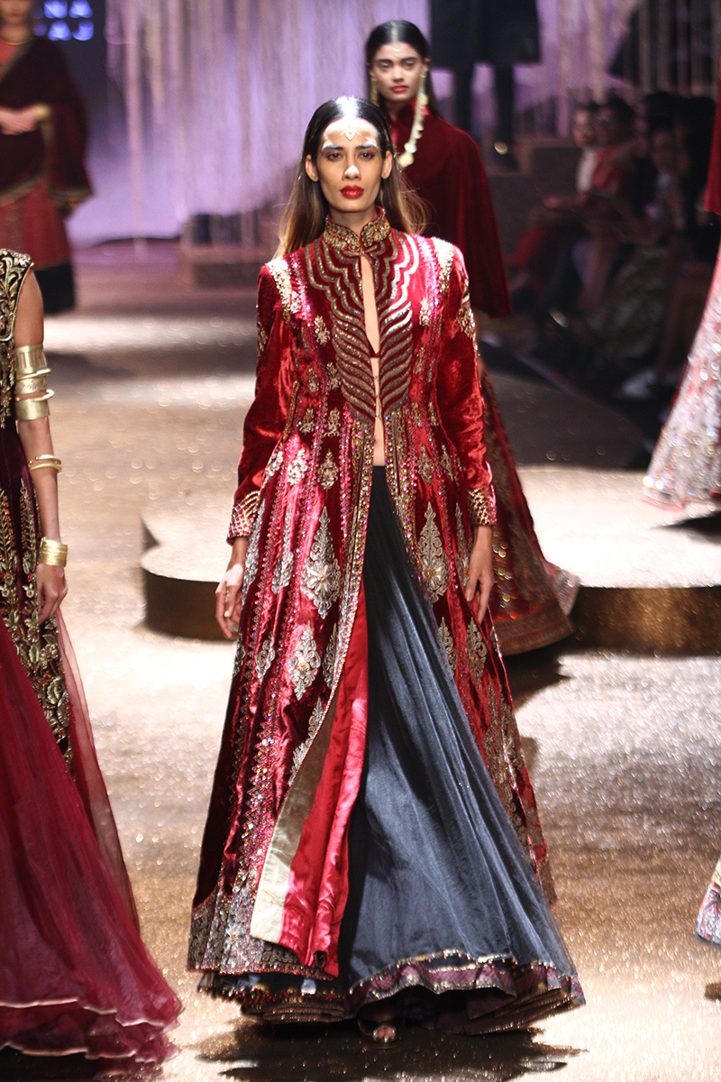 fc35e40afa 22 Outfits you cannot miss from JJ Valaya s AIFWSS17 collection ...