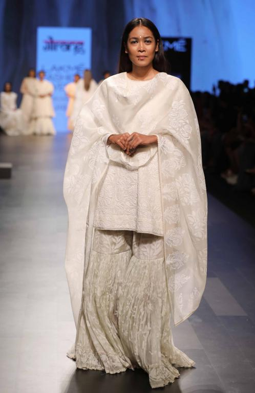 white traditional wear LFW 2017