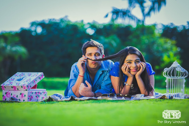 Pre Wedding Gifts For Bride: 8 Great Prewedding Photoshoot Props That Are Absolutely
